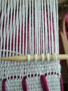 Schlaufen am Rigid heddle loom